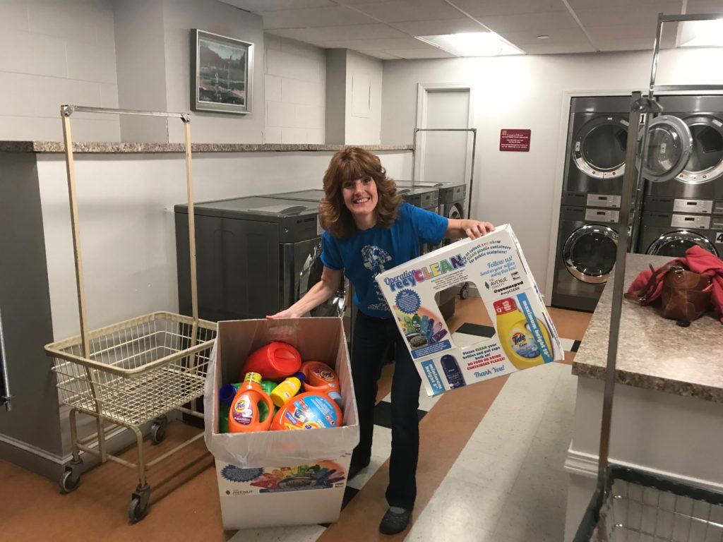 Avenue Concept 3D Resident Bonnie Combs empties #recyCLEAN collection boxes